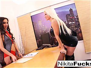 Nikita's lesbian office pummel