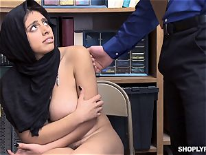 Ella Knox gets caught shoplifting and pays her debt with her jaws and puss