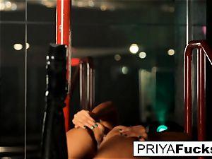 unclothe club performance by Indian beauty Priya Rai