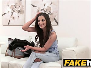 faux Agent superb bod poked on the casting sofa