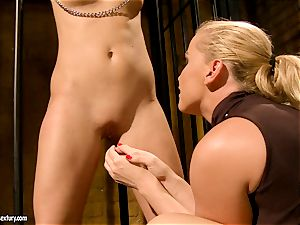 Kathia Nobili put some two weights to torrid babe's coochie