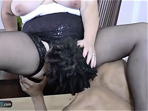 AGEDLOVE grandmother chubby Lacey Starr faced her friends