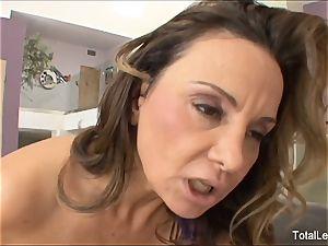 brunette bombshell gets tongued