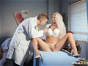 Brooklyn Blue opens broad for her cumload