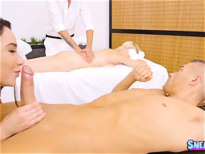 masseur Karlee Grey oils herself up and thrashed in the cooch