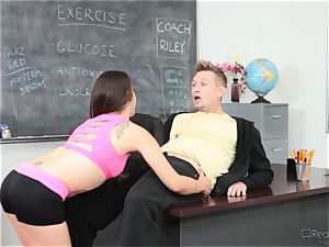 Fit beauty Ziggy starlet gets steaming and succulent with the sports coach