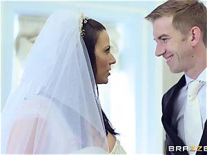 jizz-shotgun thirsty bride Simony Diamond