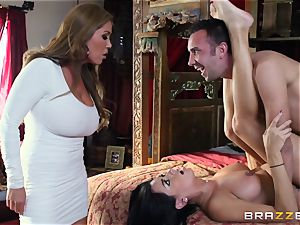 Kianna Dior catches her step daughter-in-law smashing a british guy and steps in