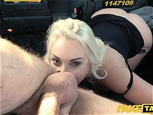 faux taxi blondie milf Victoria Summers humped in a cab