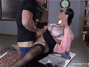 Warden Ariella Ferrera plumbs her favourite prisoner
