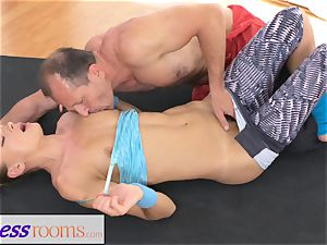 FitnessRooms Ivana Sugar total figure and beaver open up