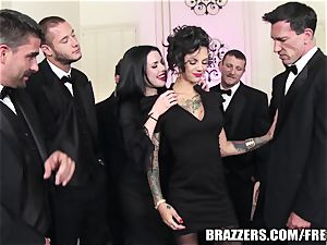 Brazzers - Veronica & Bonnie - 6 man group sex