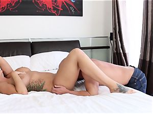 Alison Tyler gets her taut poon penetrated in couch
