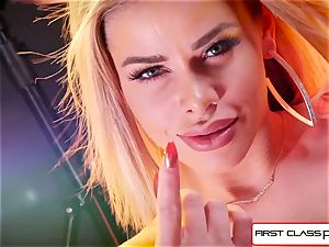 watch Jessa Rhodes taking a phat penis down her facehole